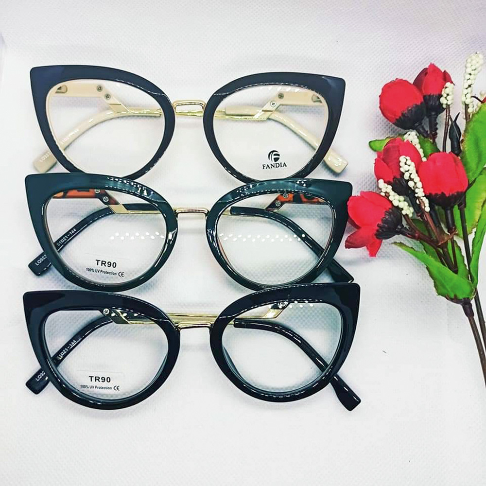 Imagem de três óculos