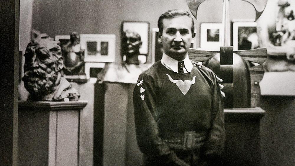 Stanislav Szukalski em preto e branco