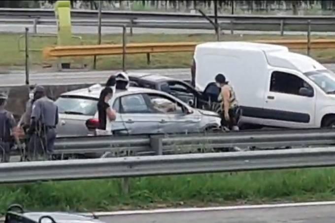 Acidente na rodovia Anchieta, em São Bernardo do Campo, durante perseguição policial neste domingo (7) (Reprodução)
