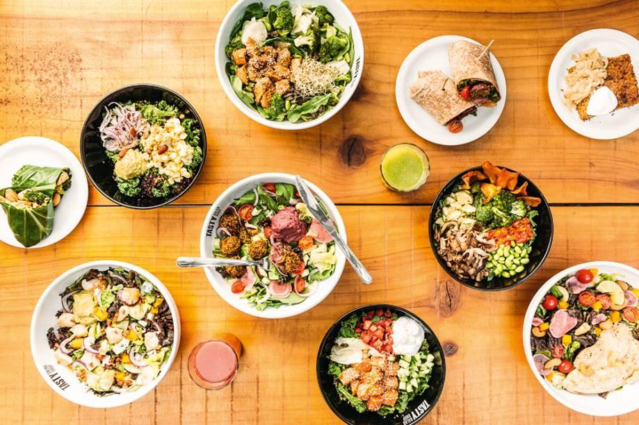 Saladas, tigelas e sanduíches: de pegada saudável