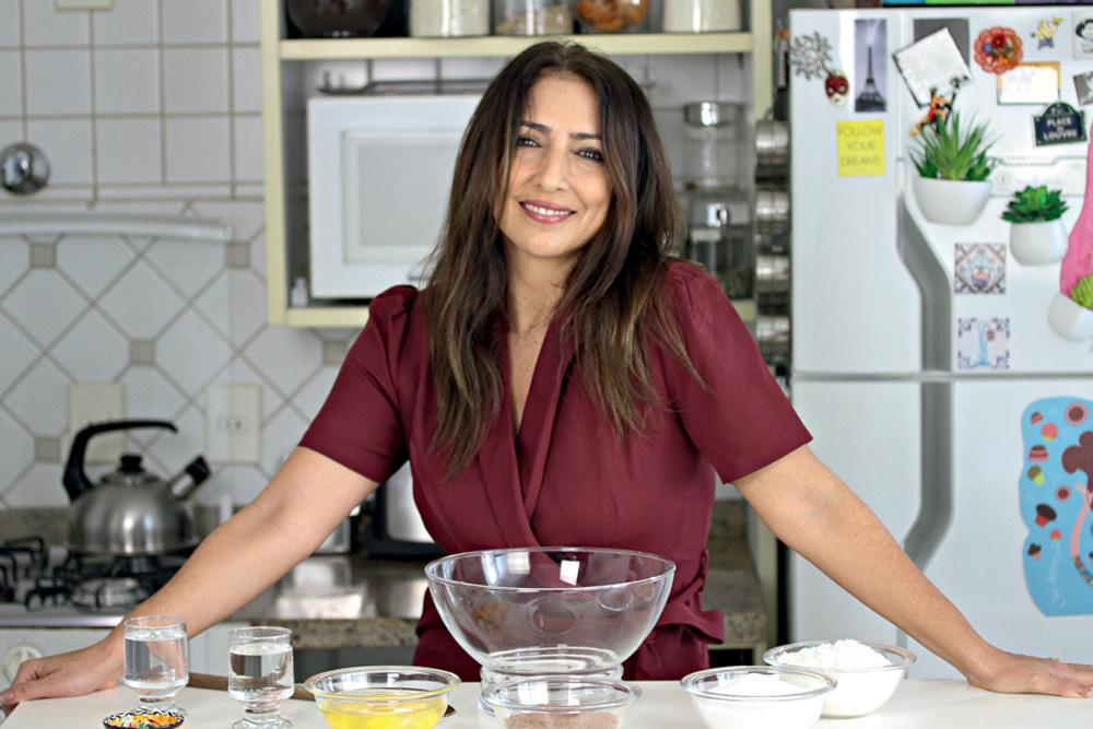 Flavia em sua cozinha