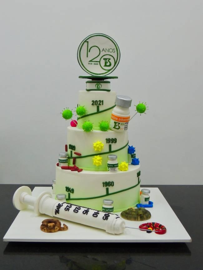 Foto bolo 120 Anos Instituto Butantan - Carlo's Bakery