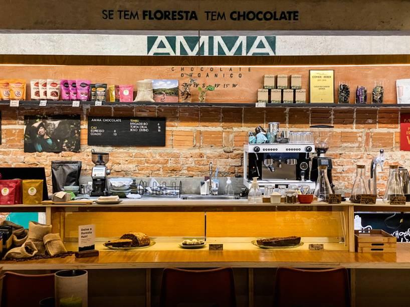Café: nos fundos da loja Bemglô