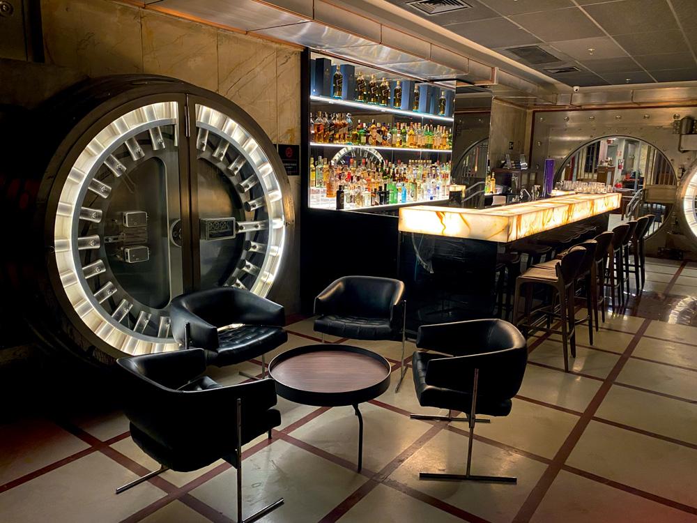 Bar do Cofre: instalado no Farol Santander