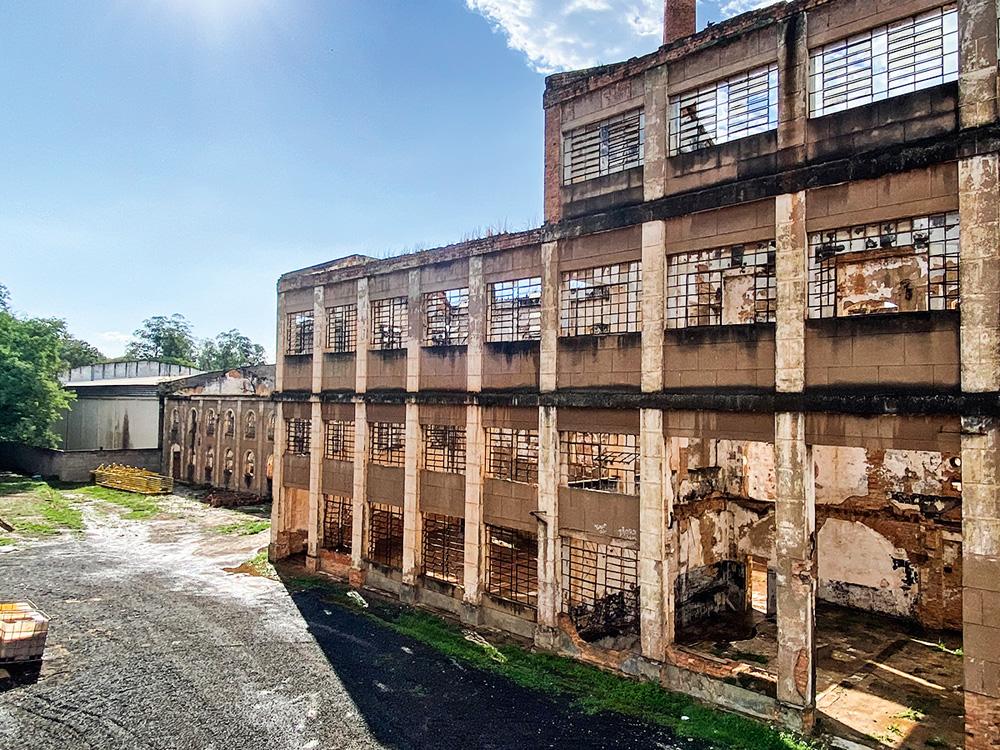 Estrutura de uma indústria em Piracicaba