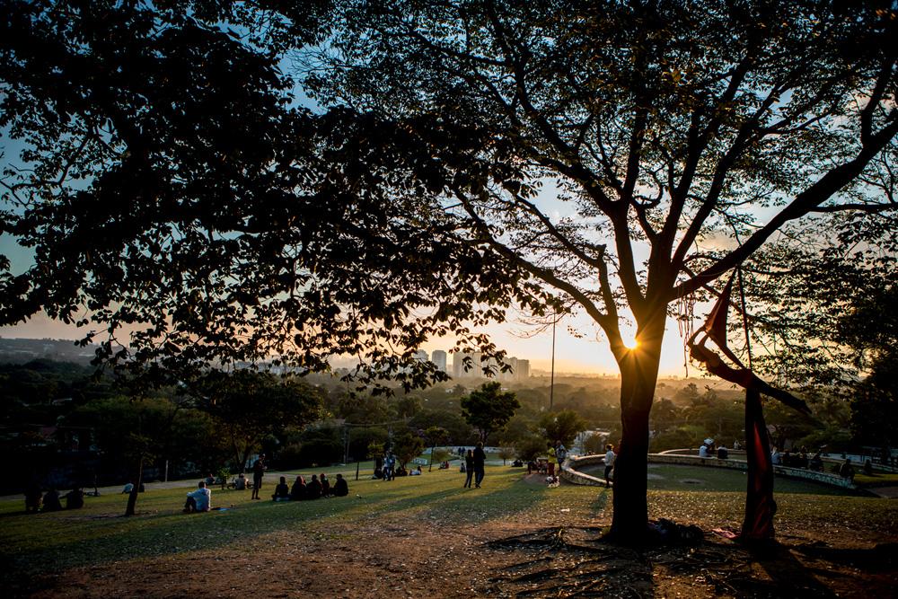 Praça do Pôr do Sol antes dos tapumes