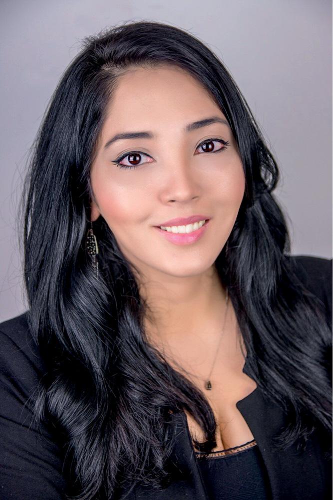 Monika Hosaki, imagem frontal
