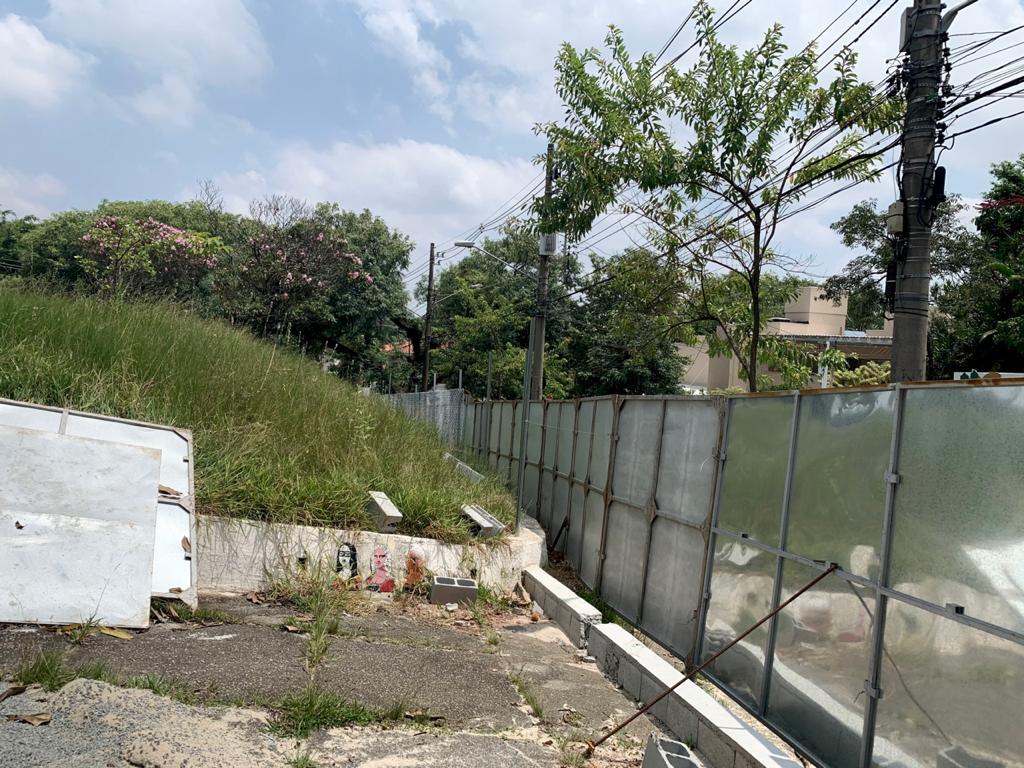 Precisando de reparos e revitalização, prefeitura gasta 650 000 reais em tela para cercar a Praça Pôr do Sol.