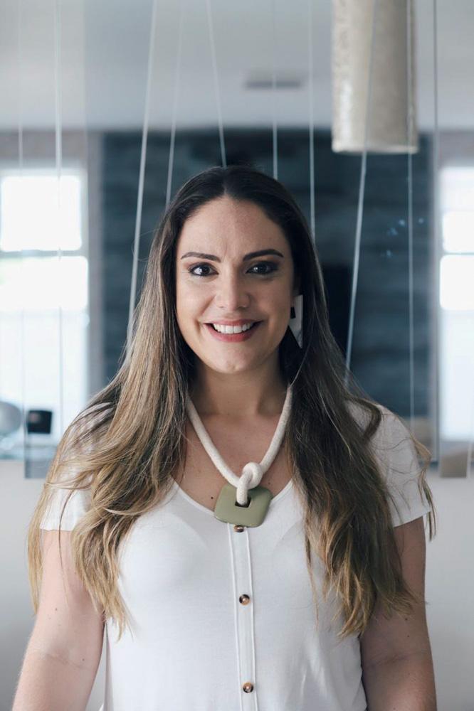 Renata Fornari sorrindo
