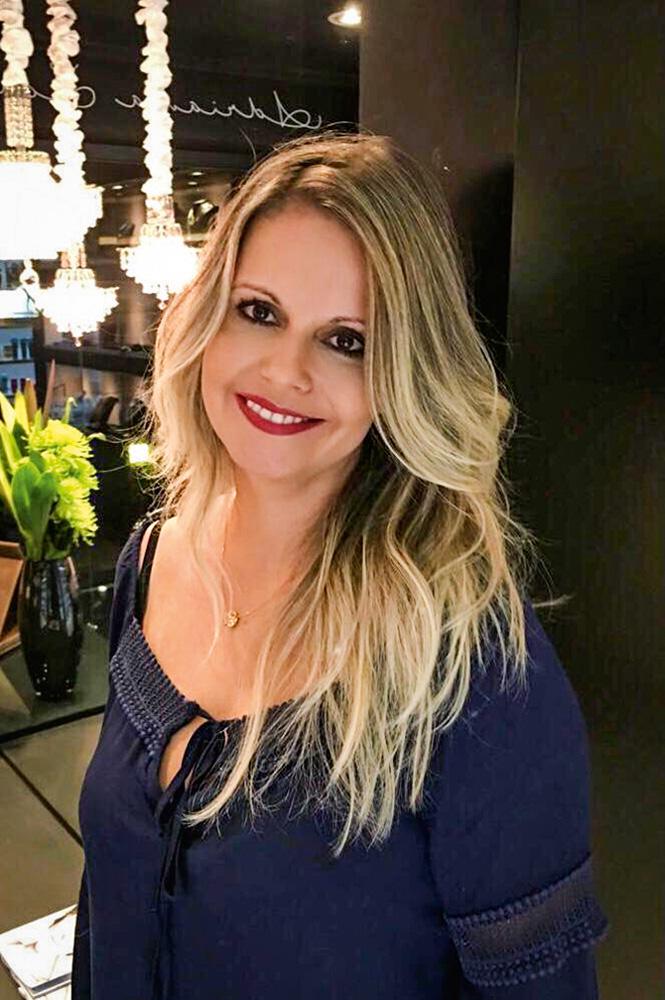 Luciana Pacheco sorrindo