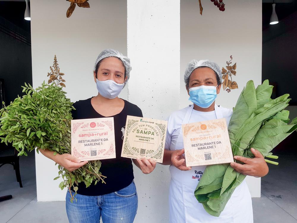 Kelly com a mãe, Marlene Pereira Silva: itens agroecológicos no delivery