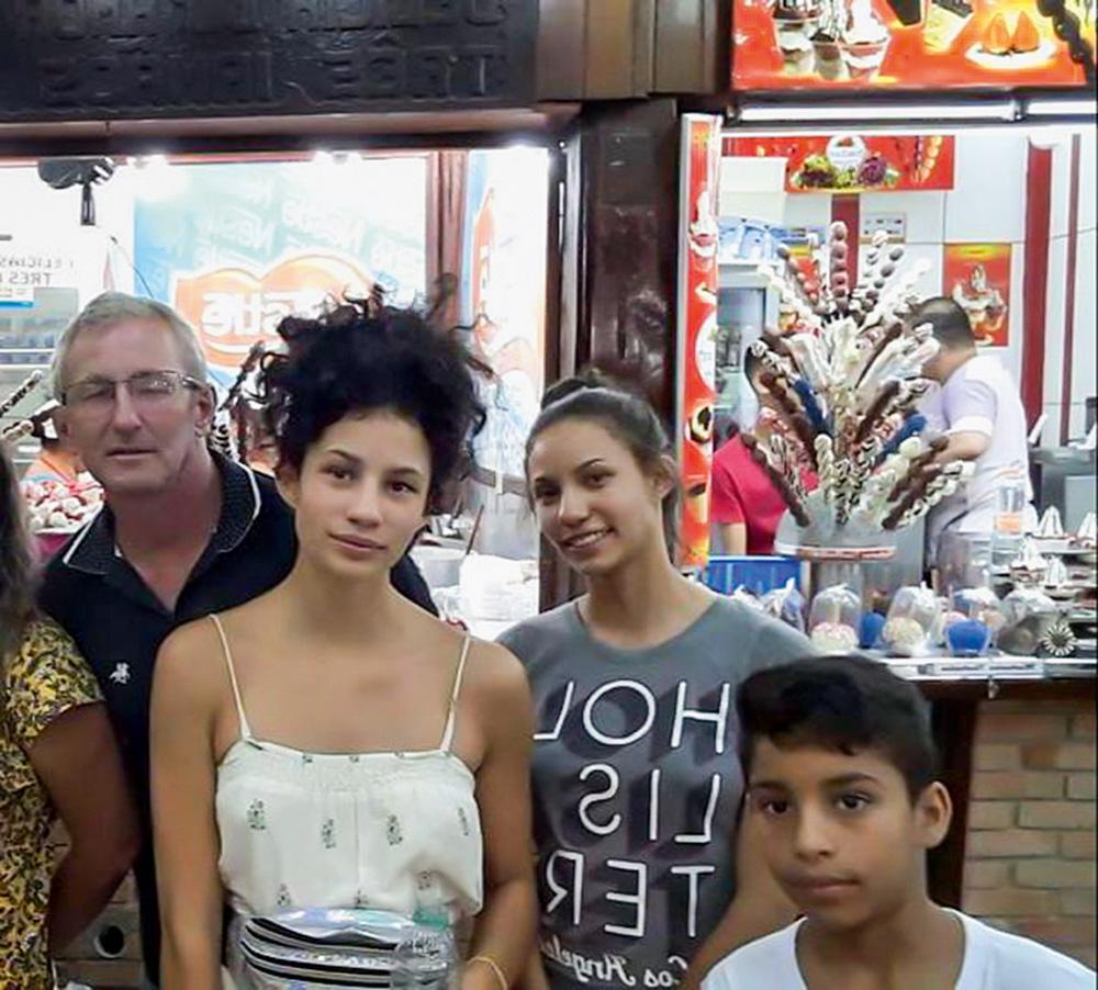 Ariane Aparecida com o pai, Anir, a irmã Tauane e sobrinho Pedro