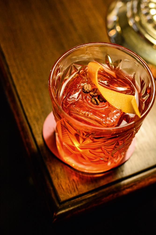 Belle Époque: drinque rabo de galo Carijó