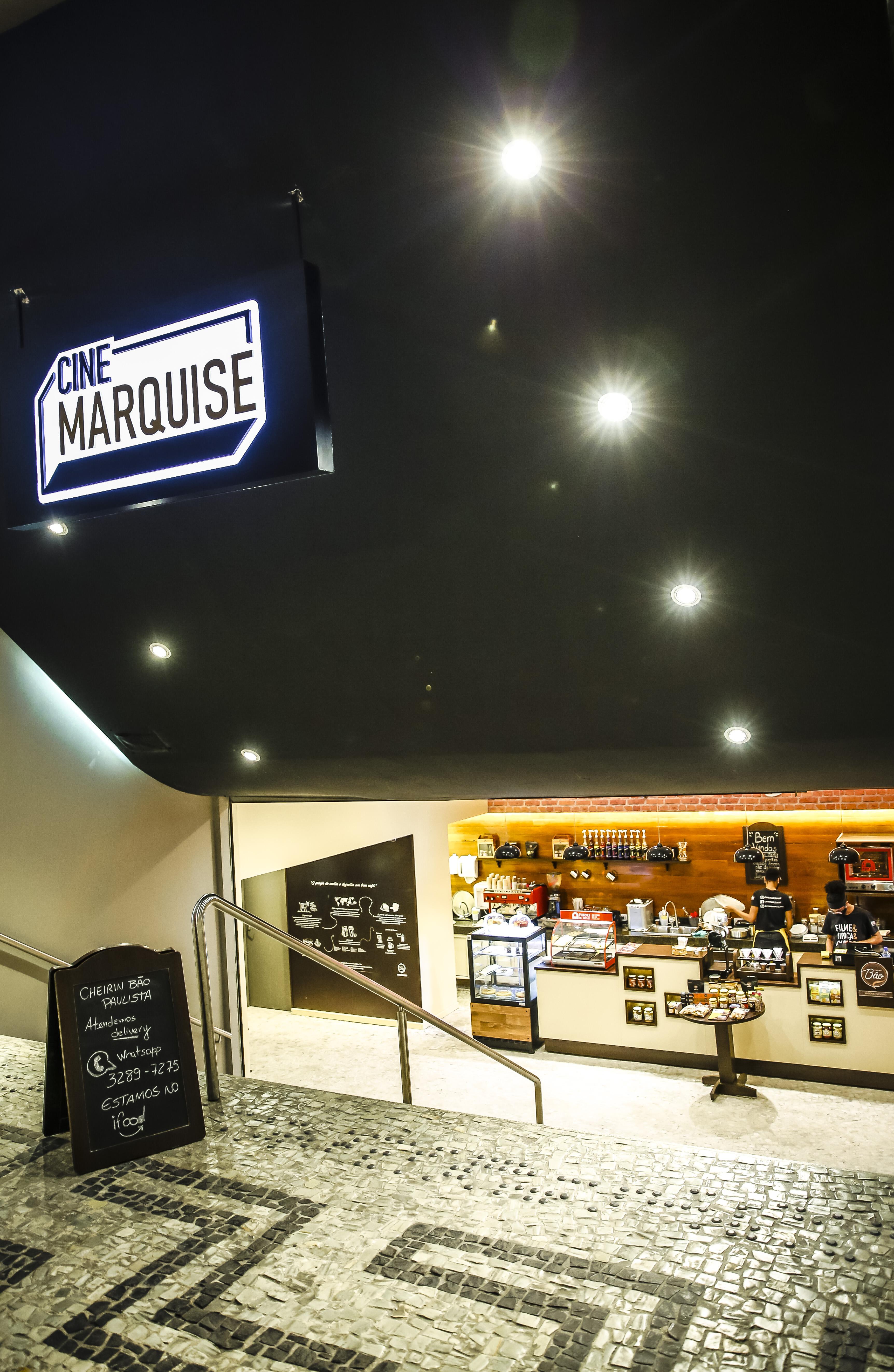 Franquia de cafeteria já foi instalada na área da antiga bilheteria do Cinearte, agora Cine Marquise.