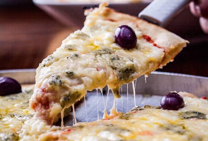 Pizza de quatro queijos_pizzas de massa sem glutén_Sala Vip