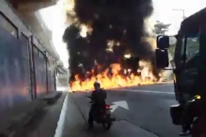 Manifestação queima pneus joão dias