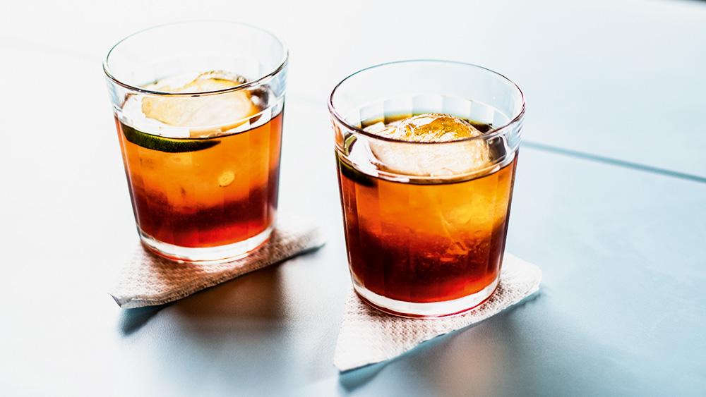 Bitter giuseppe: feito com cynar, vermute, limão e bitter