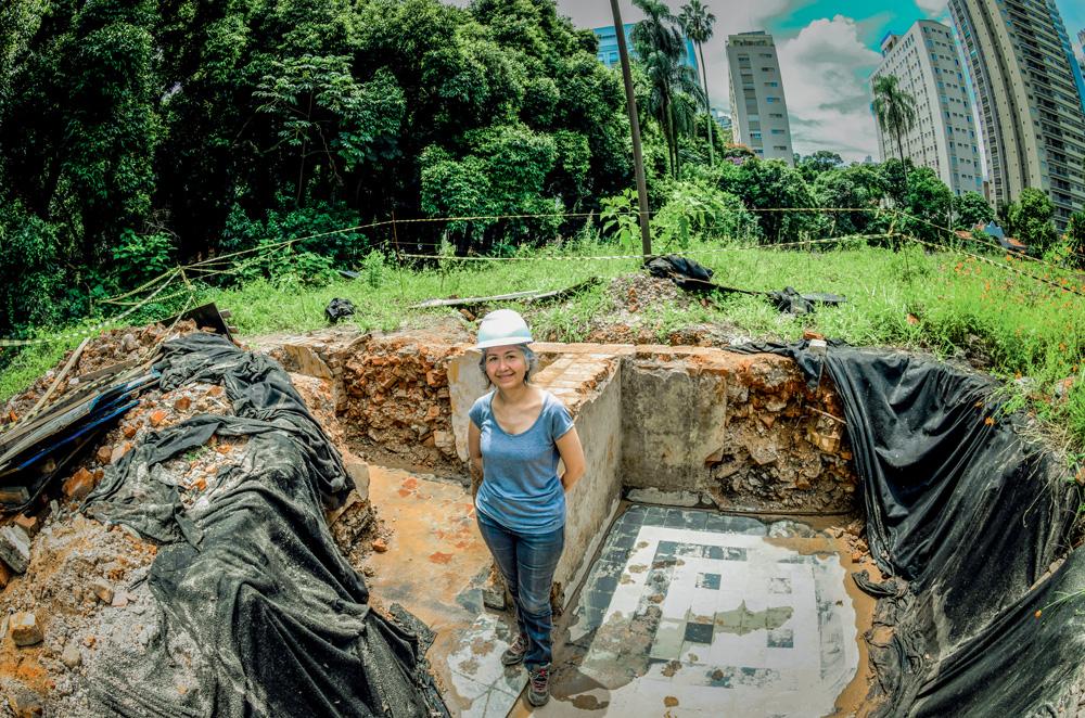 Nishida em área de escavação