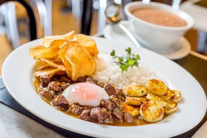 Ritz – Picadinho de filé com ovo mollet