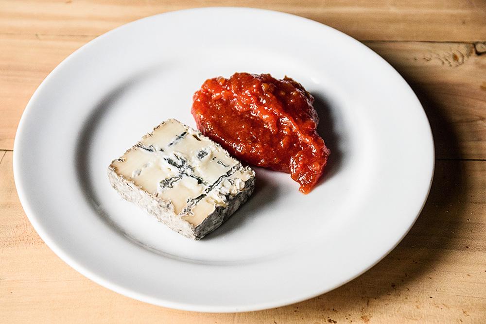 Sobremesa romeo: queijo dolce bosco com goiabada cremosa