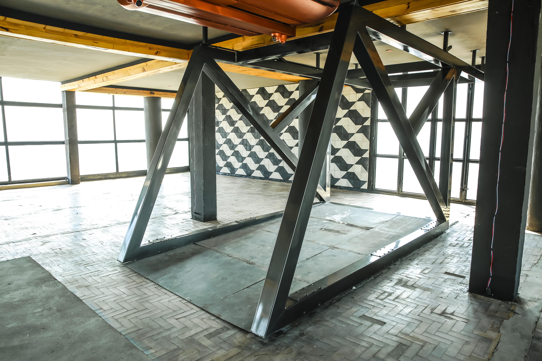 Estrutura interna do novo Sampa Sky: instalação móvel projeta 1,5 metro do mirante para fora do edifício.