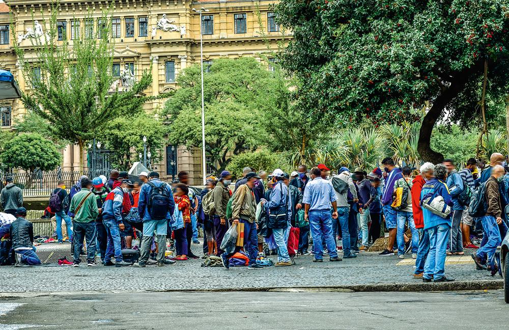 Praça da Sé com aglomeração