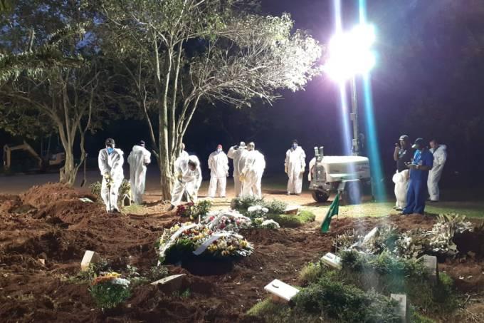 Enterro noturno cemitérios