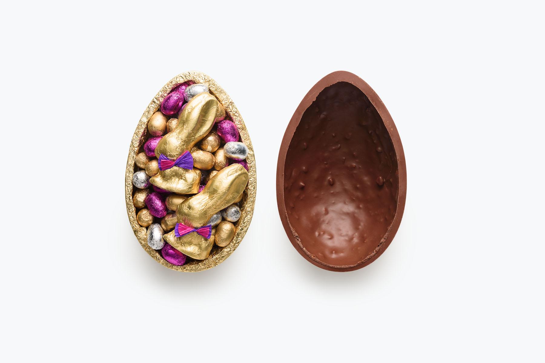 Ovo aberto: croquant da Chocolat du Jour vem com coelhinhos e miniovos na parte interna