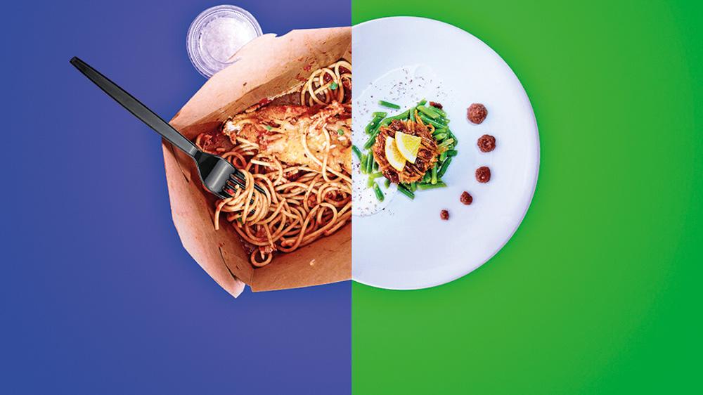 Montagem de dois pratos: um macarrão em um saco e um prato de restaurante