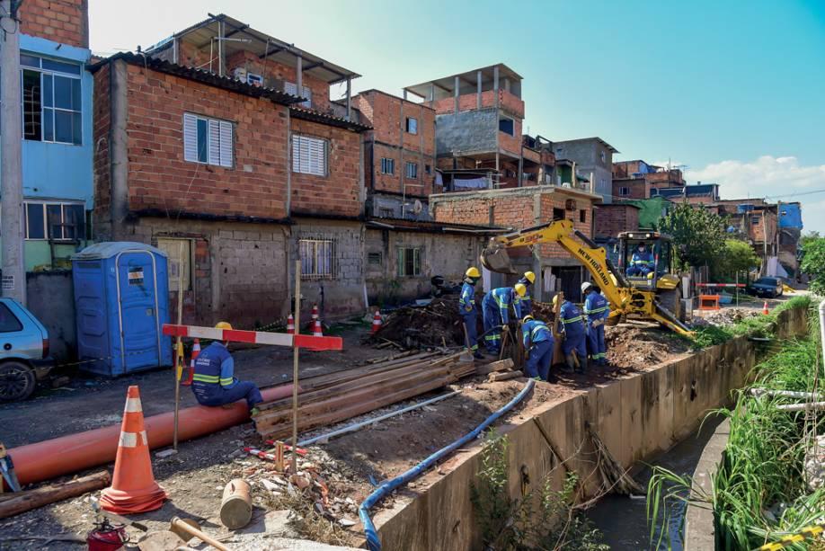 As obras de saneamento chegaram a 45% da meta em abril: a cidade despejava 2 800 litros de esgoto por segundo no Pinheiros