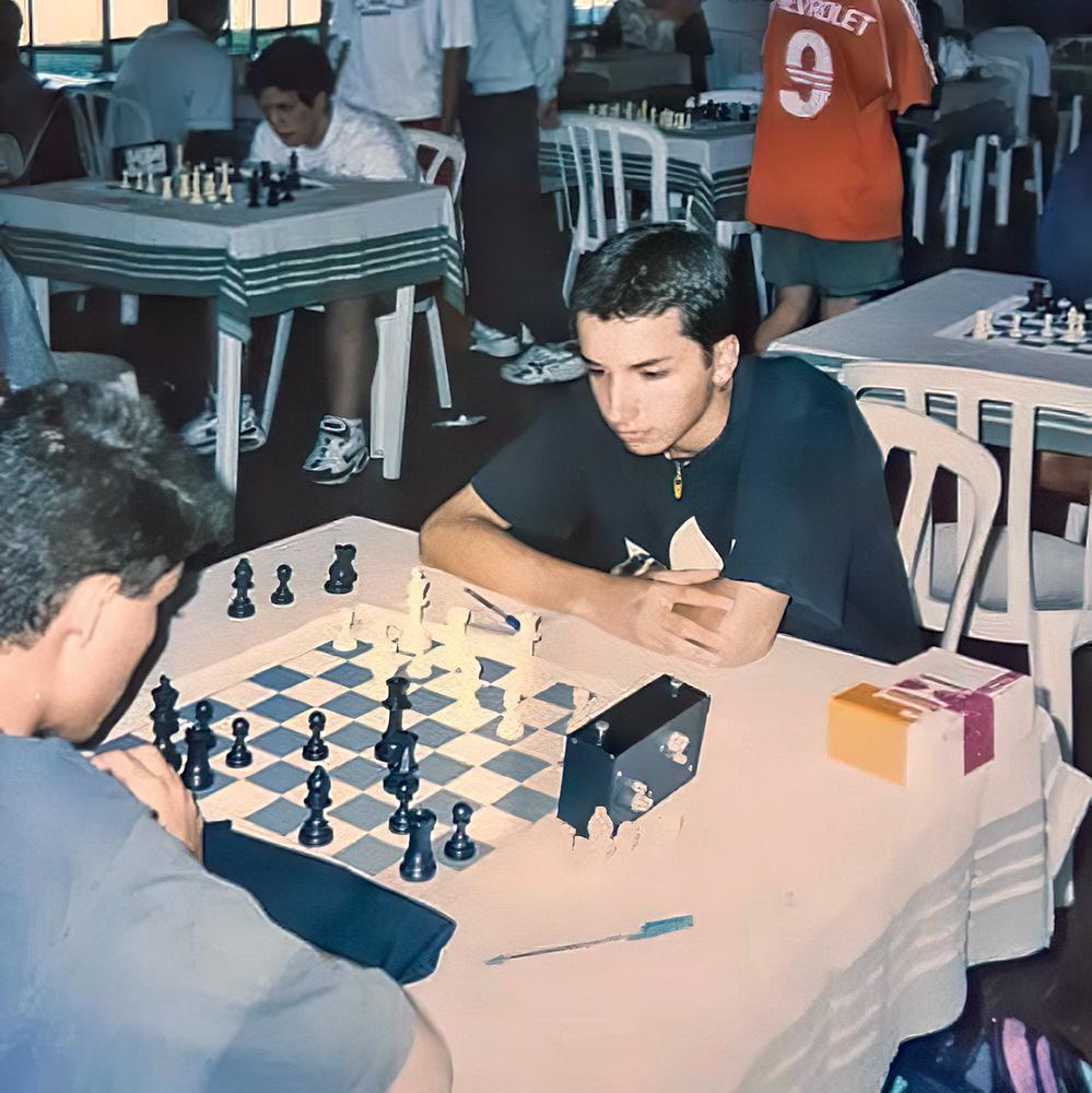 Foto antiga de Rafael jogando um campeonato durante sua adolescência