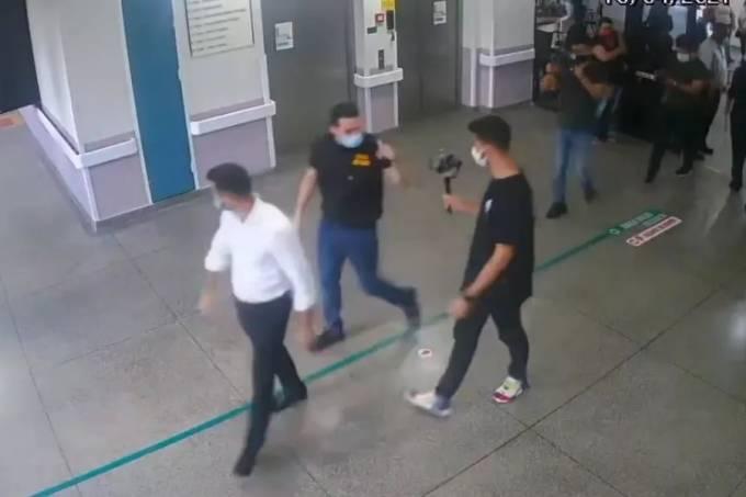 Imagens das câmeras de segurança mostram momento da invasão feita por Kim Kataguiri e Mamãe Falei (Reprodução)