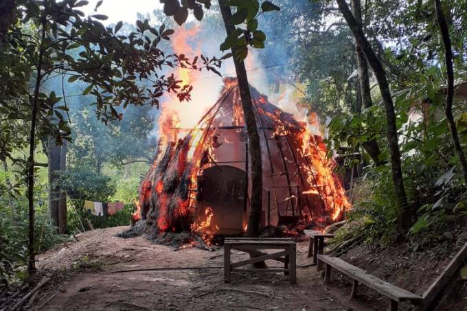 Incêndio aldeia indigena