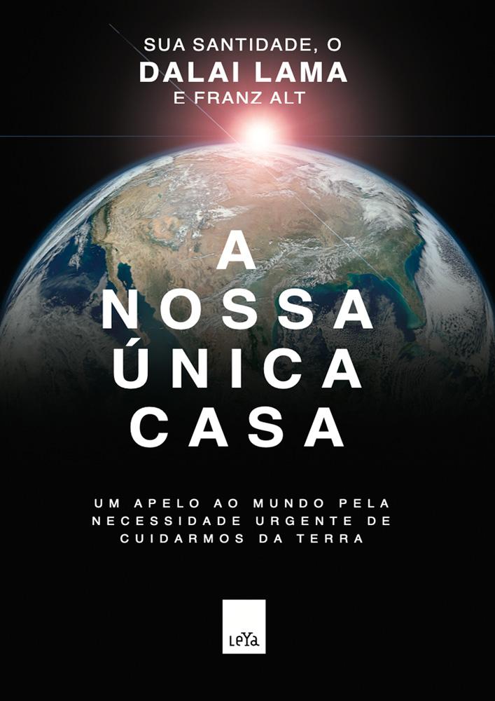 Capa do livro A Nossa Única Casa, de Dalai Lama. A ilustração mostra uma foto do mundo tirada do espaço, com metade do globo sobreposta com uma sombra preta e uma luz no fundo da imagem