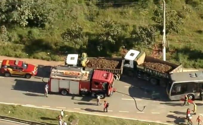 Acidente entre caminhão e ônibus deixa feridos na Zona Leste