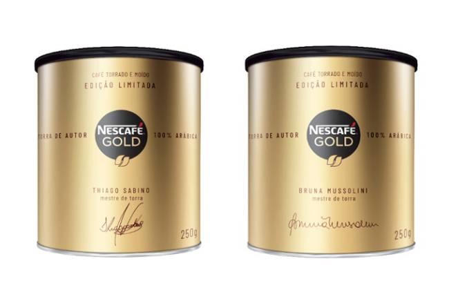 duas latas douradas com tampas pretas de Nescafé Gold edição limitada assinadas por Thiago Sabino e Bruna Mussolini