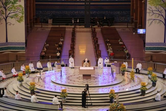 Missa de Páscoa no Santuário Nacional, em Aparecida