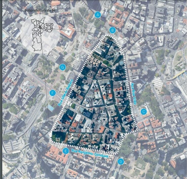 imagem de satélite do centro de são paulo, com o centro histórico, em triângulo, destacado; além das pontas do triângulo, outros pontos famosos são destacados