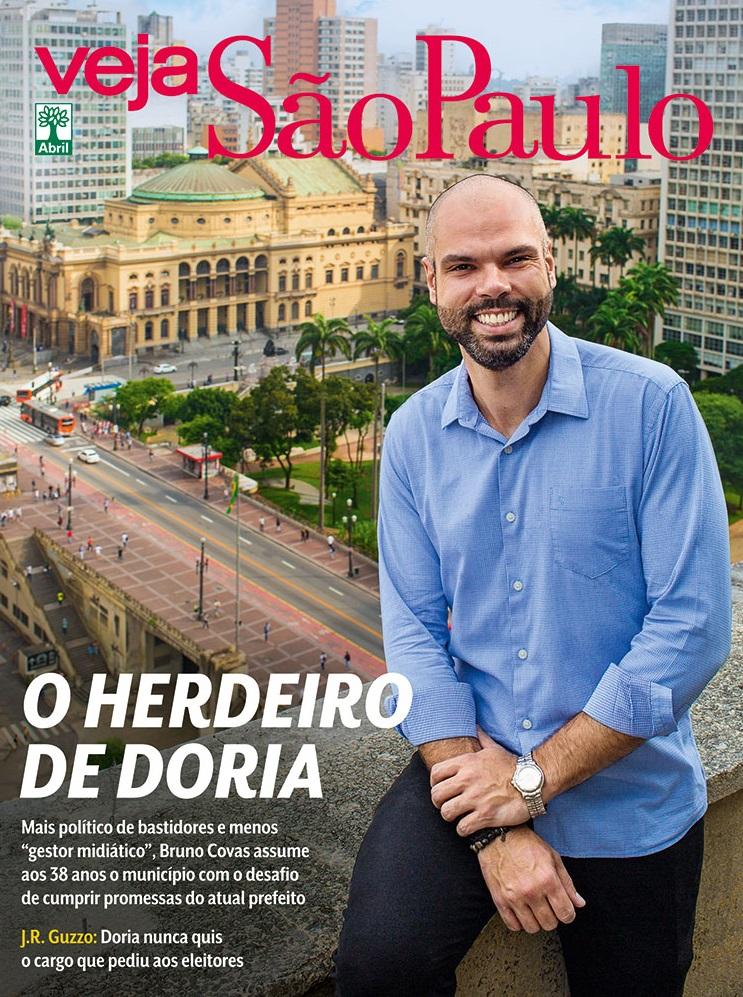 Bruno Covas posa no terraço da prefeitura, no centro