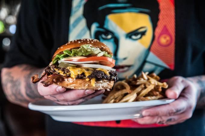 Dia do Hambúrguer – Holy Burger