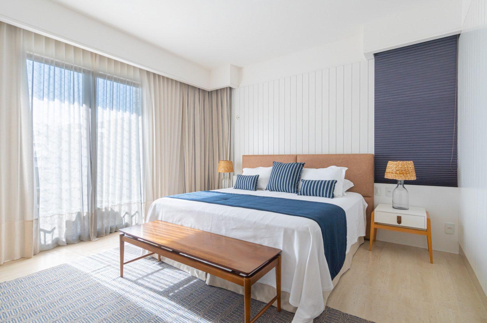 Match irresistível: azul e branco definem o décor desta casa em Fortaleza