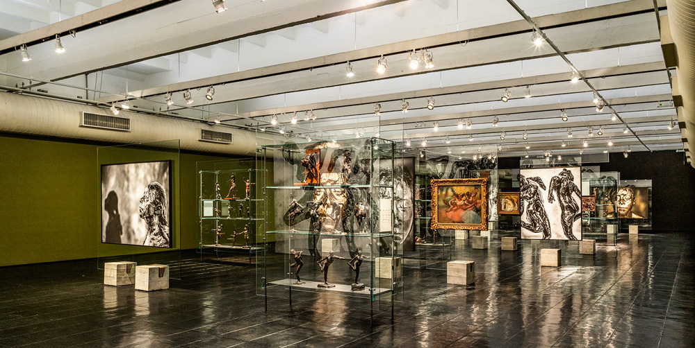 vista geral da exposição de degas, no masp, que reúne quadros, fotografias e esculturas
