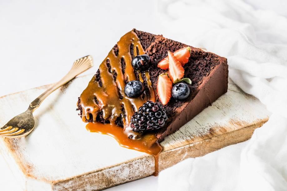 Bolo de chocolate: coberto por caramelo salgado