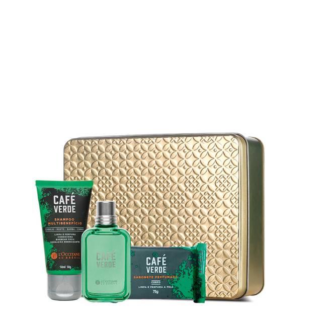 Lata dourada tem colônia, shampoo e sabonete com embalagens verdes ao lado
