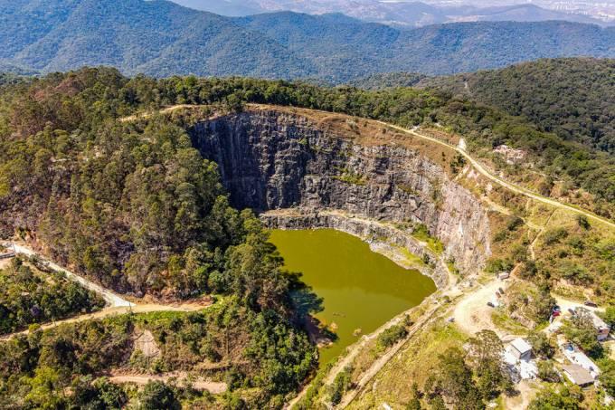 pedreira-dib-imbróglio-ambiental-mairiporã-vista-aérea.jpg