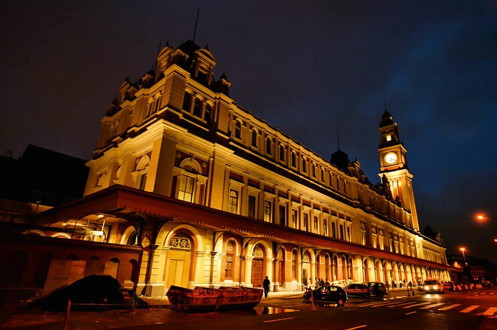 fachada do prédio do museu da lingua portuguesa e da estação da Luz