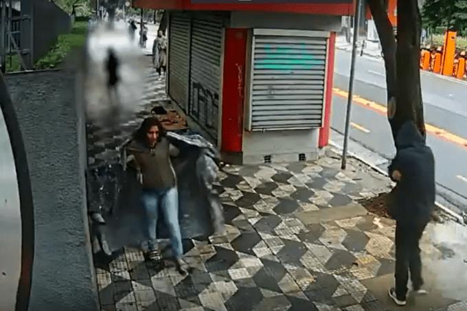 Mulher supostamente disfarçada de moradora de rua rouba bolsa de pedestre em Higienópolis