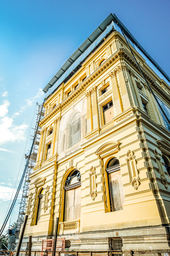 A imagem mostra a faixada sul do Museu do Ipiranga já restaurada