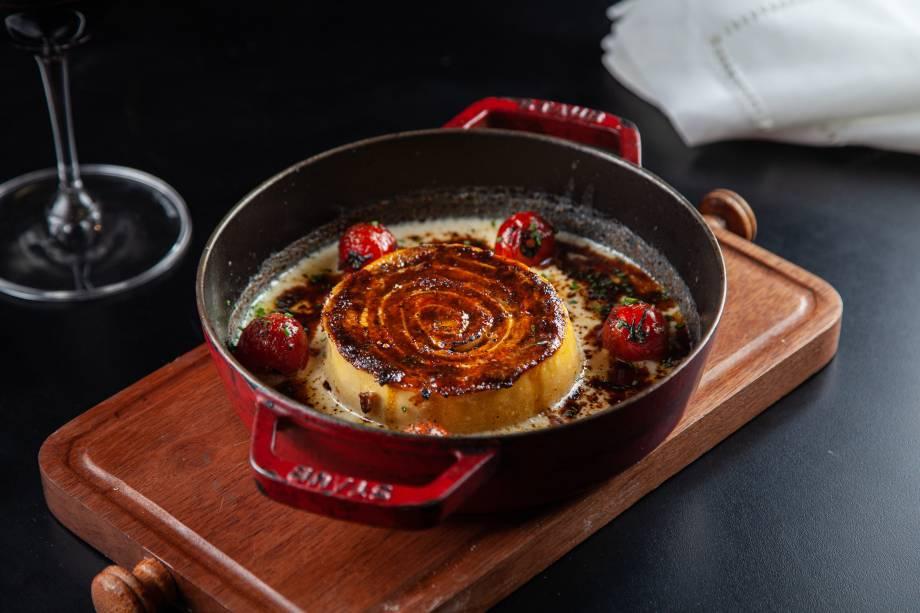 Rotolone à bolonhesa: com carne bovina, linguiça e pancetta