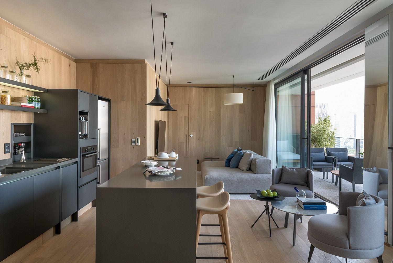 Patricia Martinez utiliza madeira em todos os cômodos deste apartamento